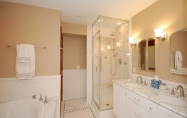 Phòng tắm trong suốt ở khách sạn và 5 tiện ích cho chủ đầu tư