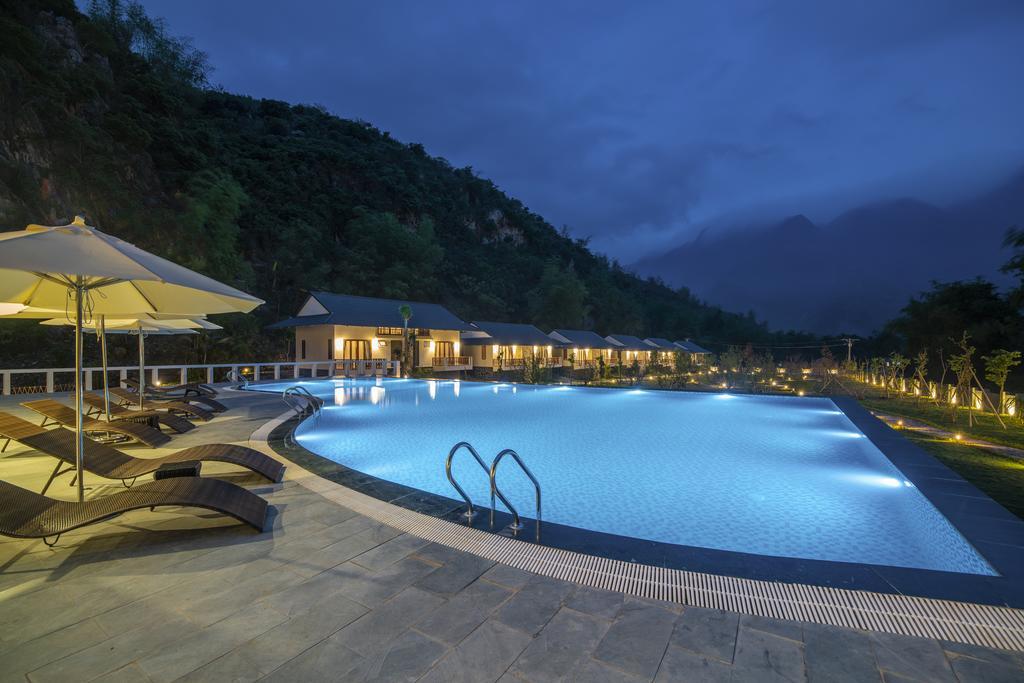 toan-canh-khu-be-boi-resort