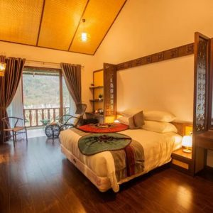 Bộ nội thất phòng ngủ Mai Chau Mountain View Resort 4 sao
