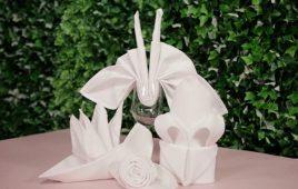 Hướng dẫn các cách xếp khăn giấy vào ly trong các bữa tiệc
