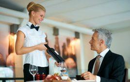 Tìm hiểu quy trình phục vụ rượu vang chuyên nghiệp trong nhà hàng