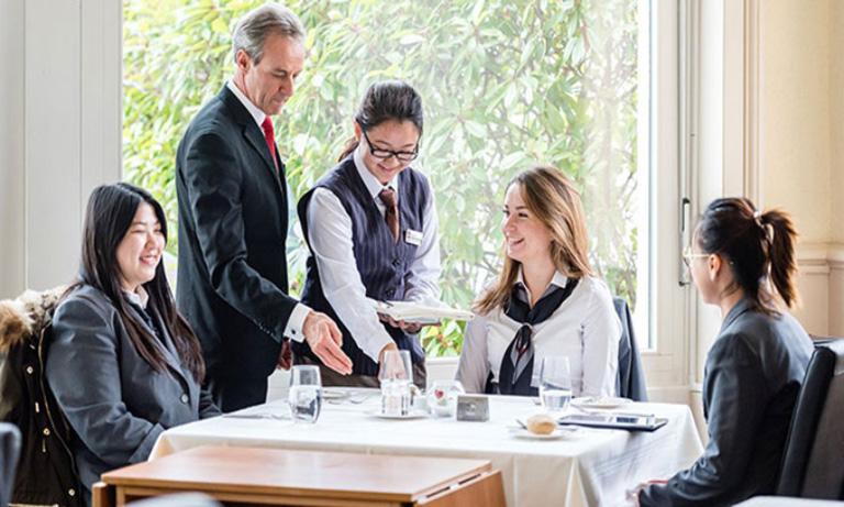 tam-quan-trong-cua-hospitality-industry