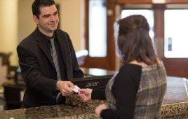 Guest relation là gì? Vị trí này có quan trọng trong khách sạn không?