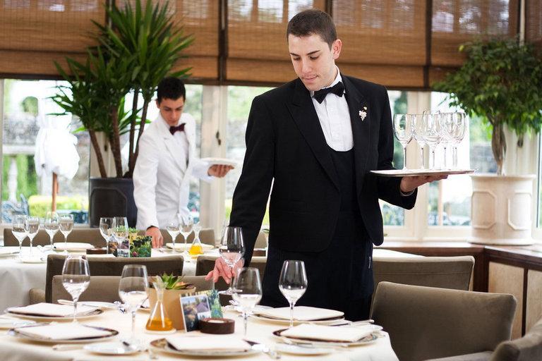 nhiem-vu-cua-waiter
